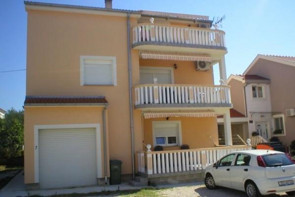 Zadar, Crvene kuće, stan, dvodoban, novija gradnja